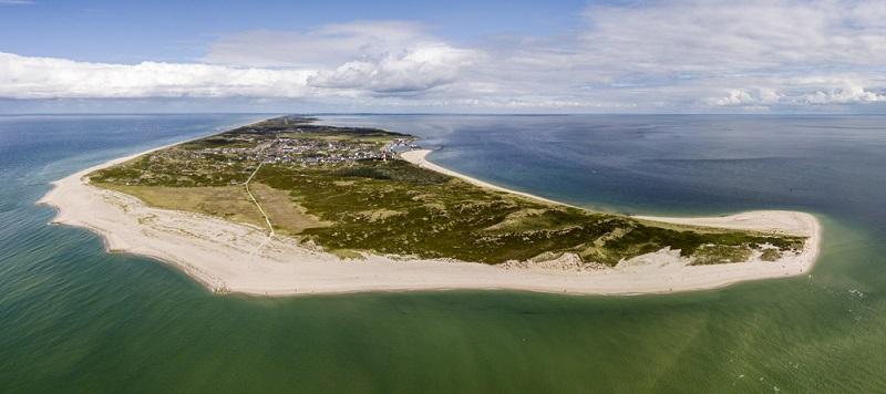 Sylt ist nicht nur ein Urlaubsort. Die Insel mit dem berühmten Meerblick Kampen ist eine Lebenseinstellung. ( Foto: Shutterstock-_IURII BURIAK )